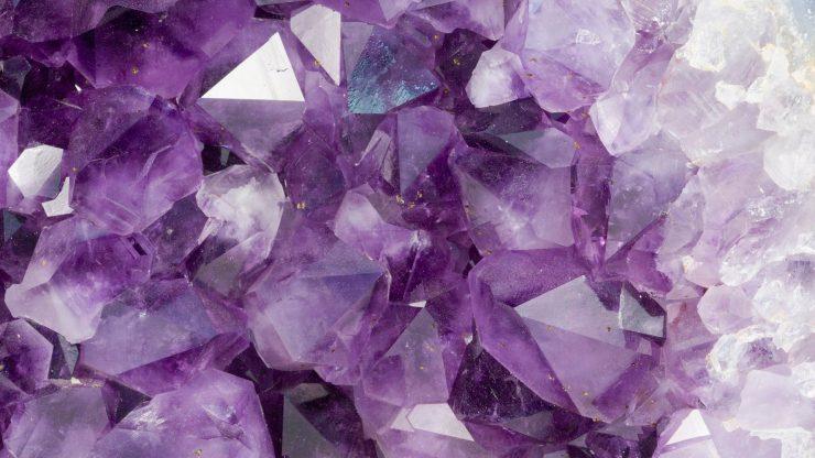 Фиолетовый кристалл