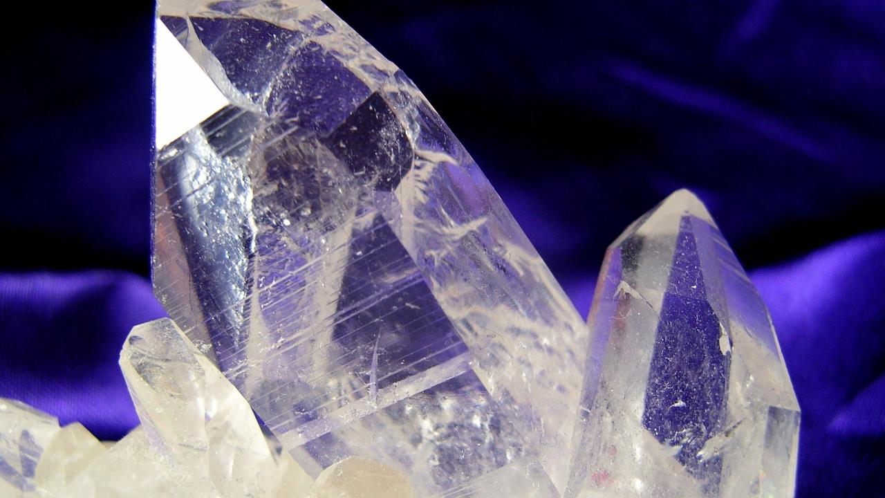 Прозрачный кристалл
